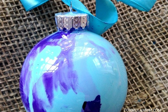 12 Days of DIY Christmas Ornaments Swirl Paint Ornament #Christmas #DIY