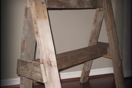 Rustic Pallet Wood Sawhorse diy