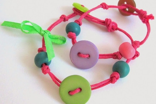 DIY - cute button bracelet