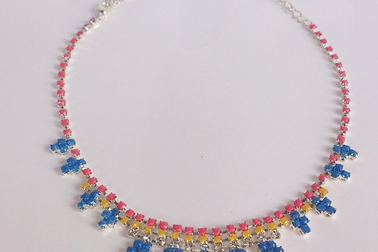 The bright colored necklace DIY