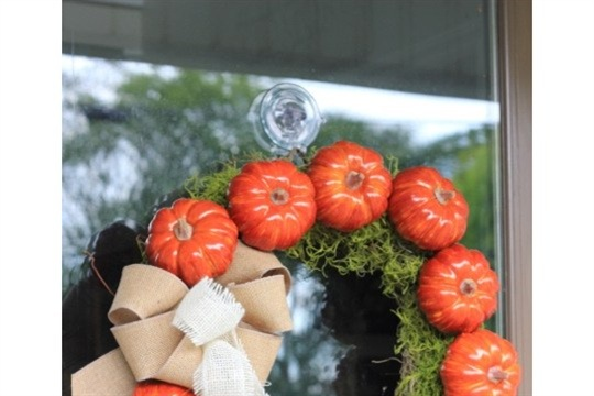10 Minute Pumpkin Wreath with Burlap Bow