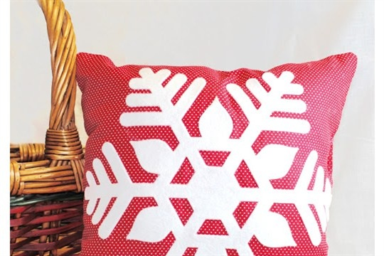 Sizzix Christmas in July Snowflake Pillow Create It Simply with Tami Mayberry