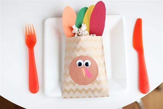 Thanksgiving Turkey Favors for Kids So Festive!