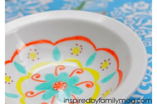 DIY Mexican Folk Art Bowls with Permanent Markers Inspired by Familia