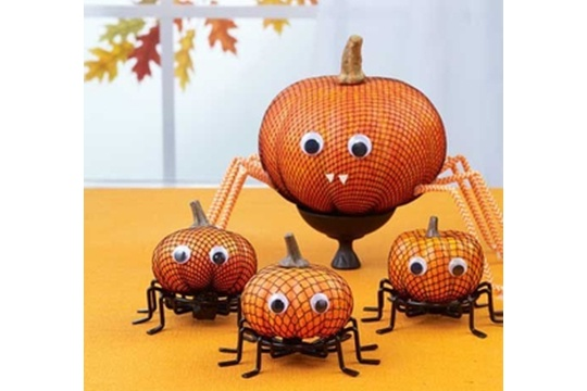 Make Halloween Spider Pumpkins