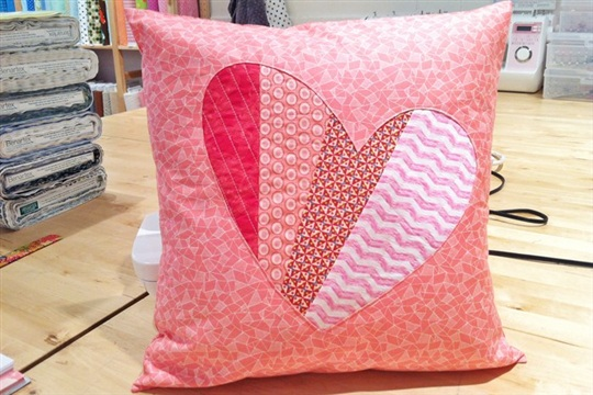 Sewing patchwork heart pillow tutorial