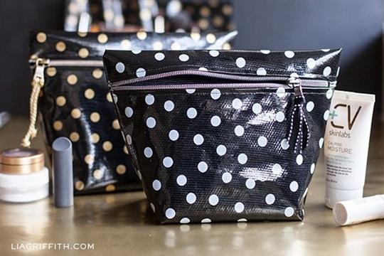 DIY Oilcloth Makeup Bags
