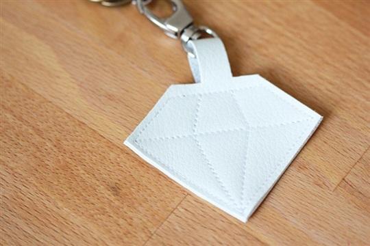DIY Schl��sselanh?nger in Diamantform