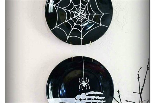 Make Dollar Store Plates Spooky with Paint