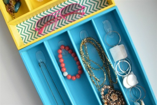 Turn Silverware Trays into Colorful Jewelry Organizers