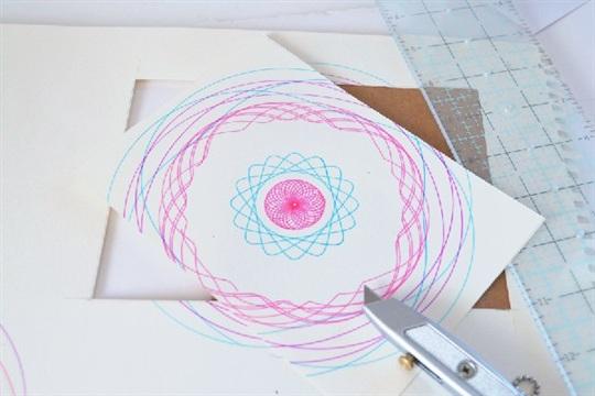 Simple, Modern Spirograph Art (tutorial) Momspark.net