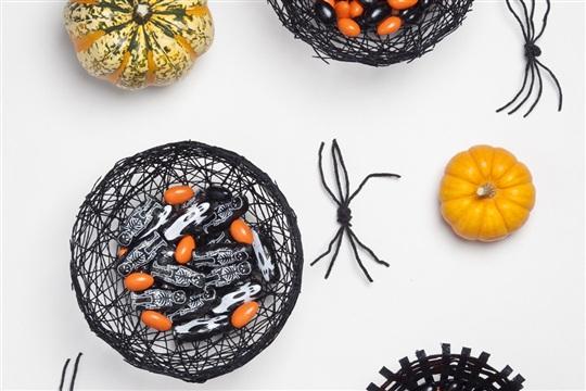 Halloween DIY Spiderweb Bowls