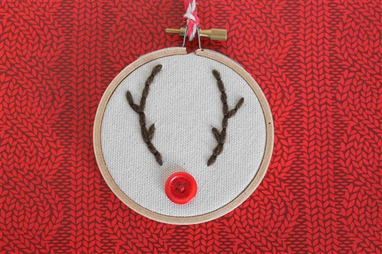 Reindeer Embroidery Hoop Ornament ? Dragonfly Designs