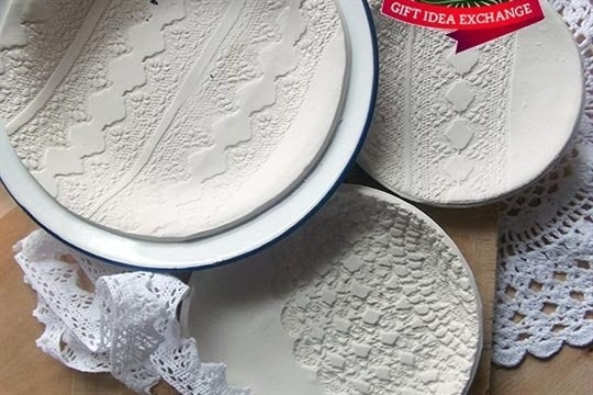 Make this Homemade Holiday Gift Lace Printed Plates