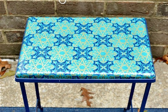 Mod podged outdoor table {a tutorial}